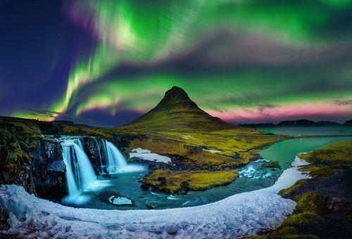 Lo spettacolo delle luci nordiche cover