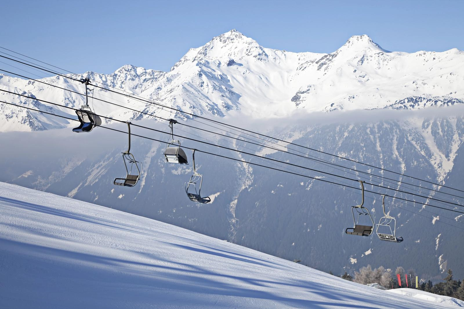 pista da sci con impianto di risalita a bormio