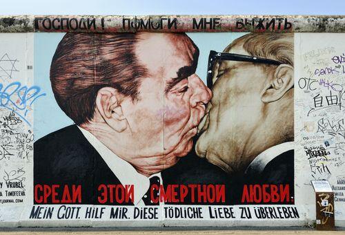 Le cicatrici di Berlino: Prima e dopo il Muro cover