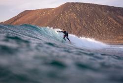 ragazzo surf a fuerteventura