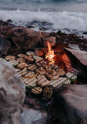 barbecue sulla spiaggia alle maldive