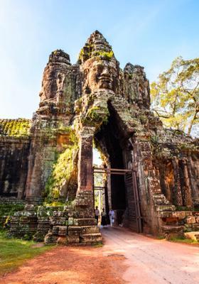 porta gigante angkor thom