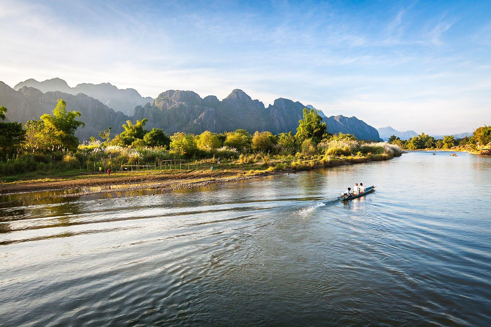 barca sul fiume mekong laos