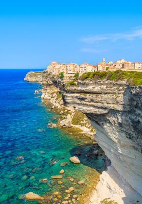bonifacio citta sospesa sul mare in corsica