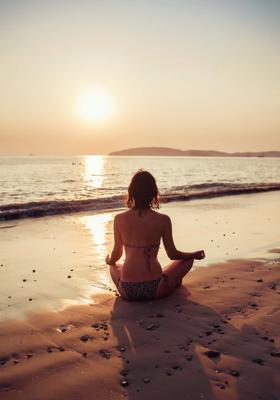 lezioni di yoga sulla spiaggia a fuerteventura
