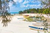 barche su spiaggia di menai bay