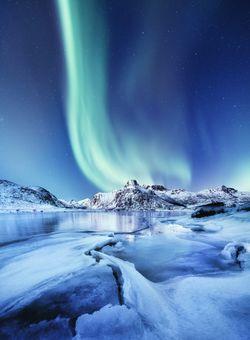 aurora boreale in inverno in norvegia