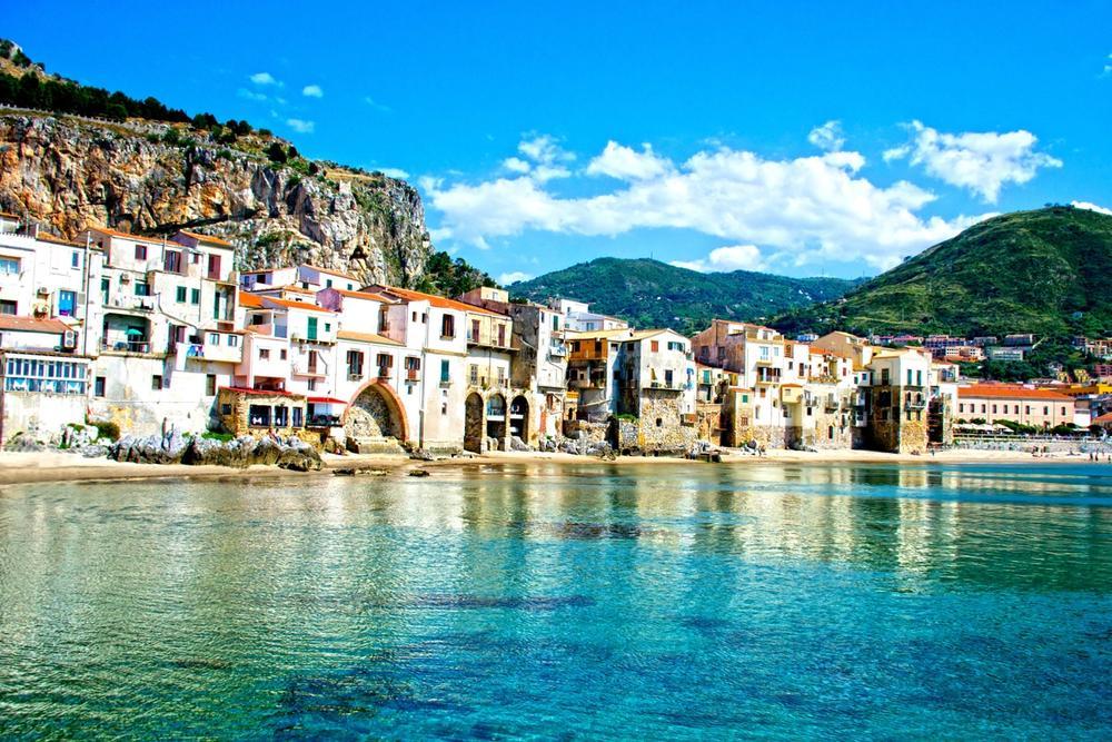 borgo marinaro di cefalu in sicilia