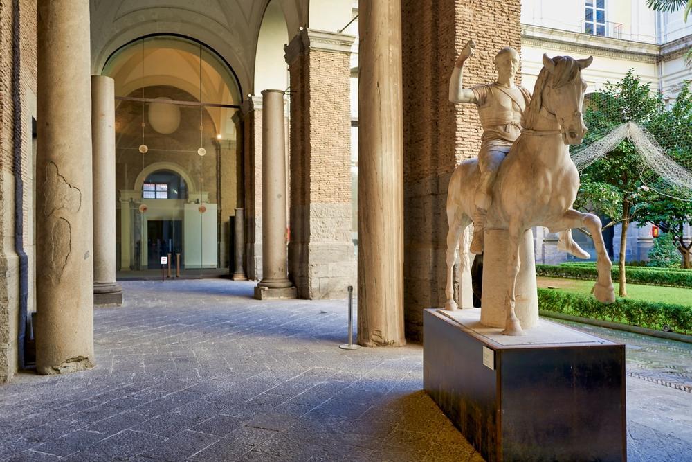 statua cavallo museo archeologico nazionale di napoli