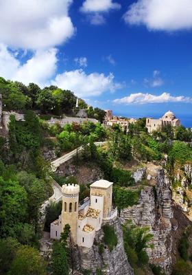 borgo arroccato di erice in sicilia