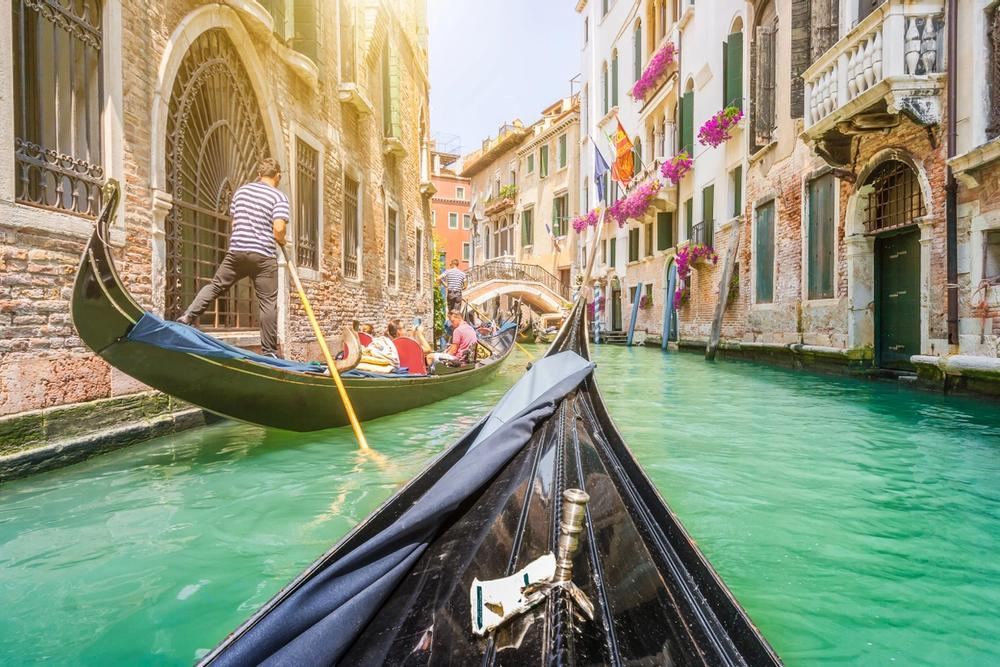 giro in gondola fra i canali di venezia
