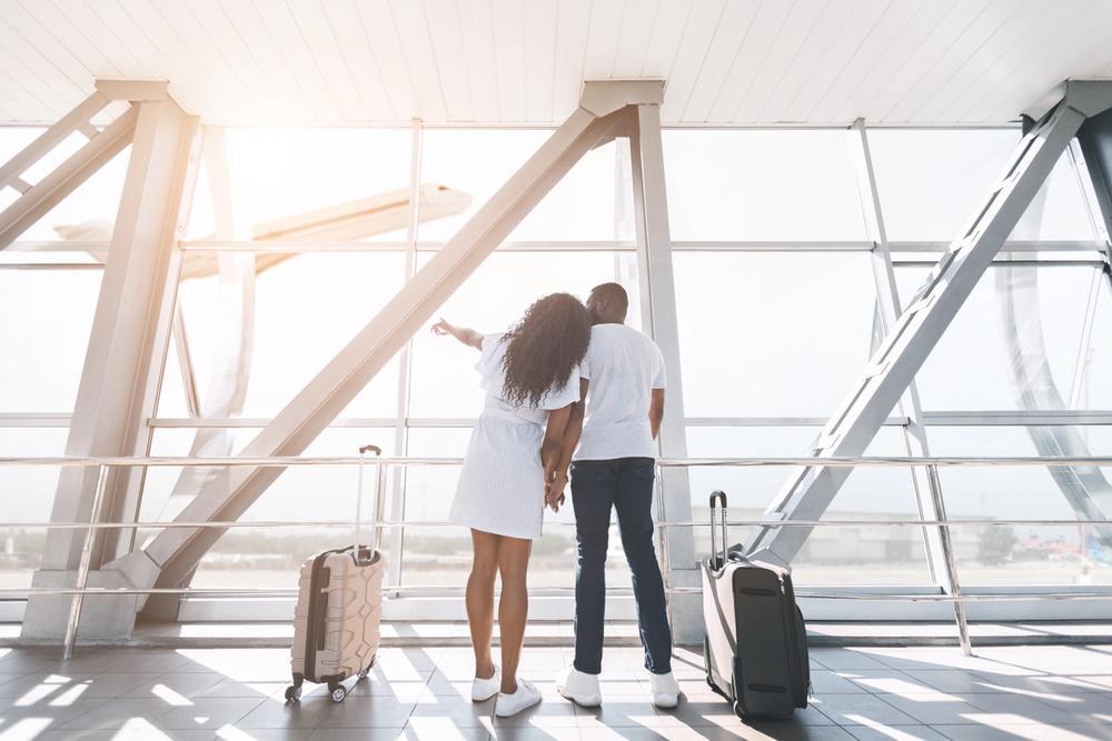 coppia in aeroporto