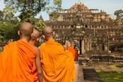 monaci al tempio in cambogia