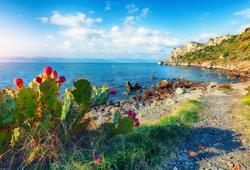 spiaggia di capo milazzo in sicilia