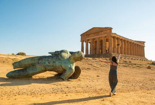 Sicilia: una vita in vacanza cover
