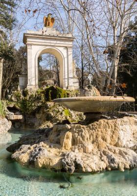 fontana nel parco di villa borghese