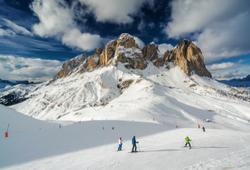 piste da sci a canazei