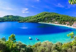 Mare cristallino e spiaggia in Grecia