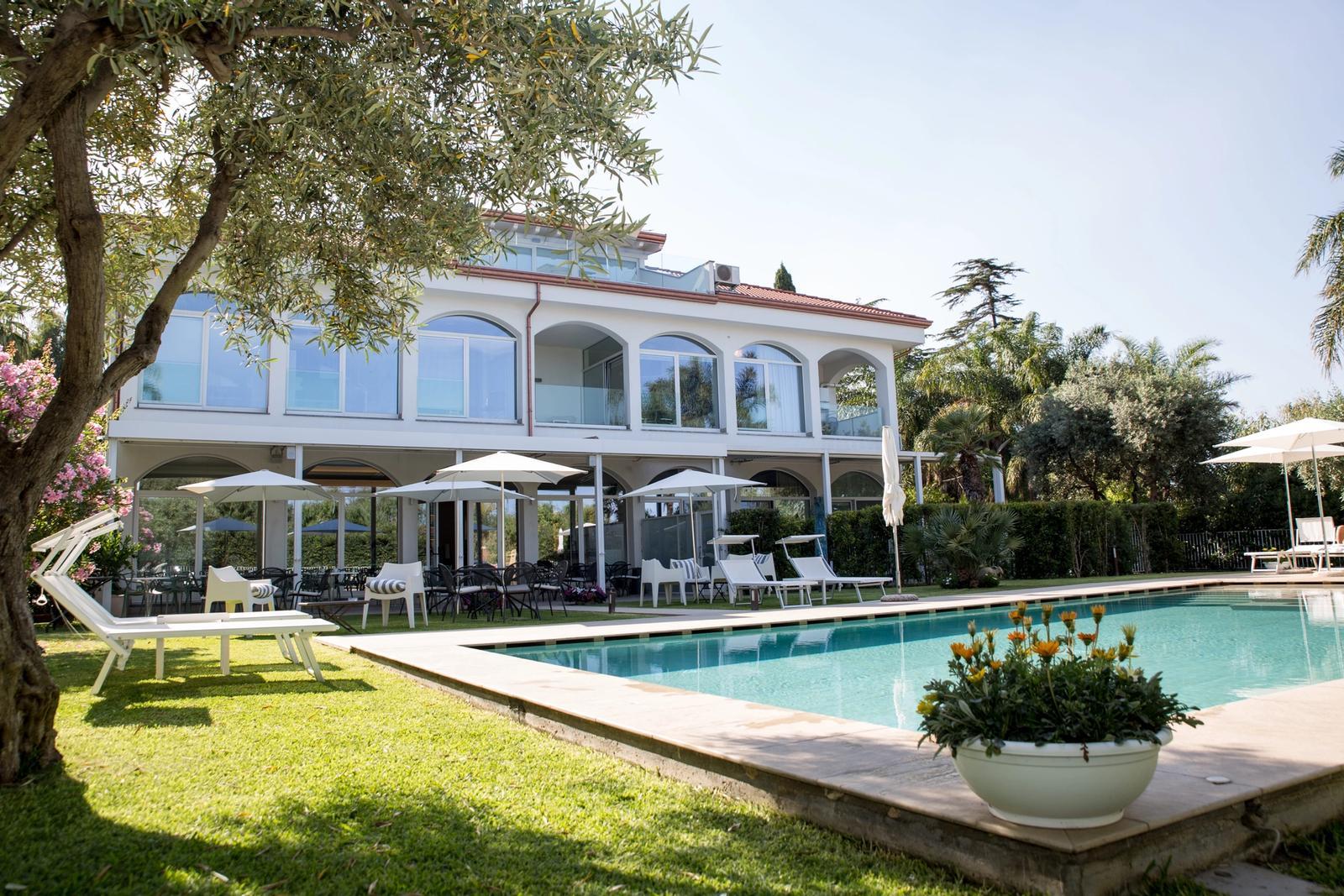 hotel panoramico in sicilia per smart working con piscina