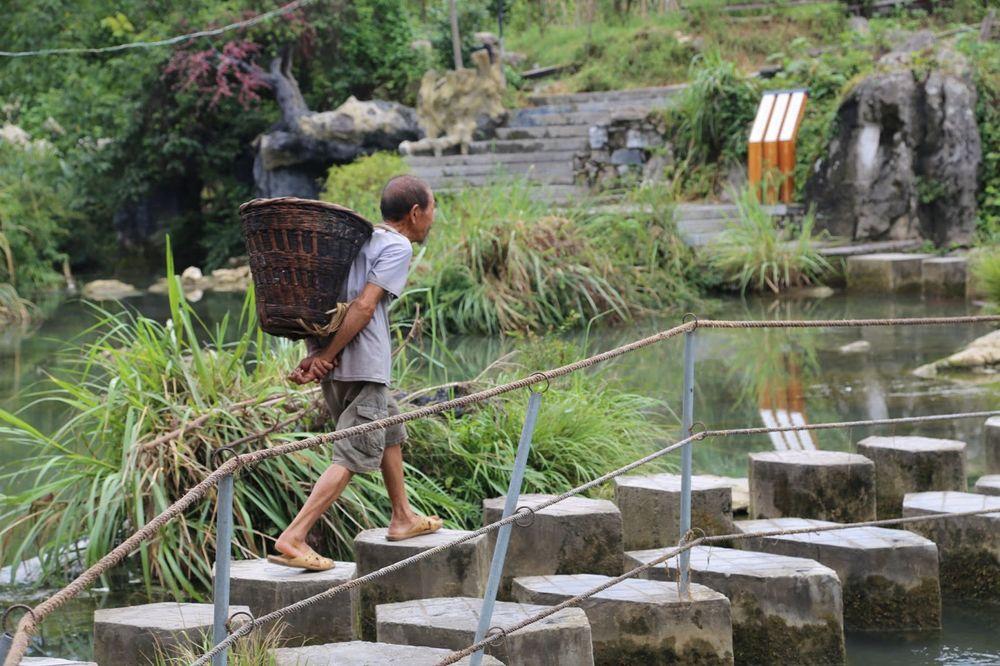 abitante del villaggio furong town in cina