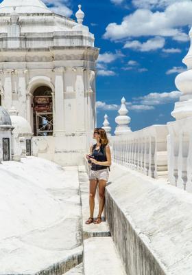 turista nella città di león in nicaragua