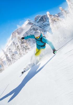 uomo che scia