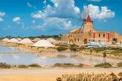 saline sicilia con mulino