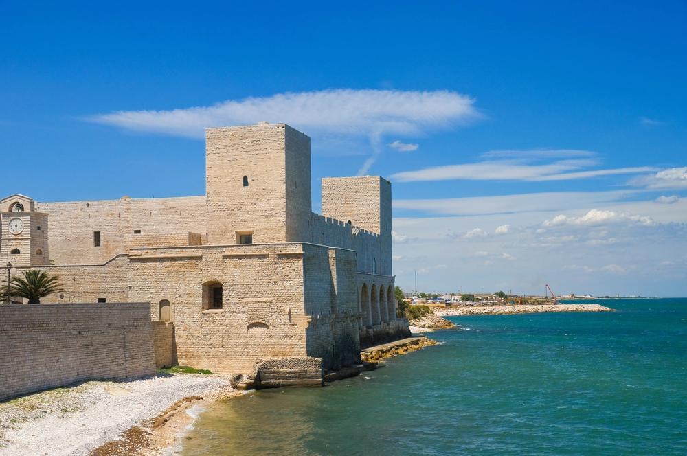 castello di trani sul mare