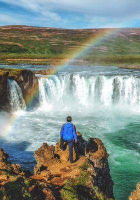 cascata godafoss con arcobaleno