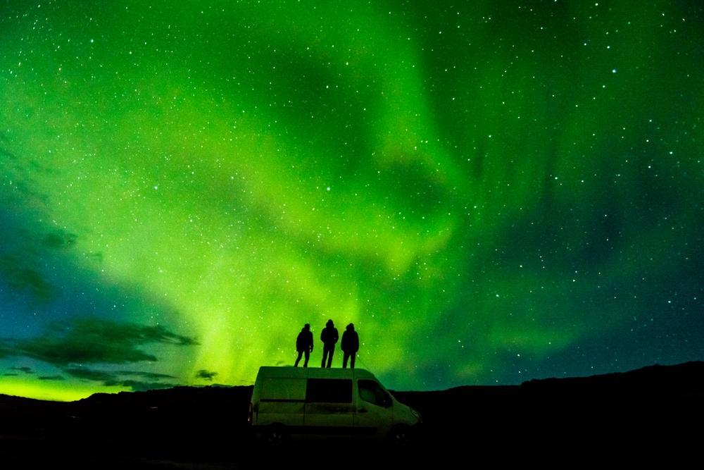 aurora boreale in camper in islanda