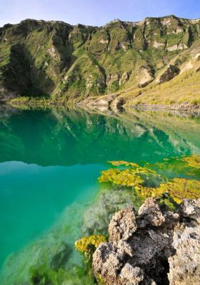 lago nel cratere di quilotoa