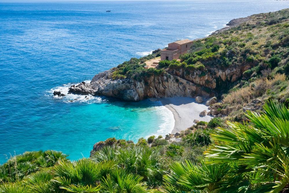 spiaggia nella riserva dello zingaro in sicilia