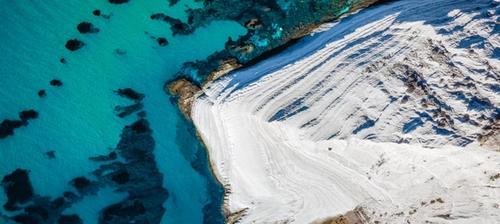 vista aerea su la scala dei turchi in sicilia
