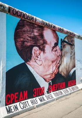 bacio muro di berlino