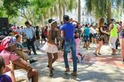 lezione di salsa per le strade di cuba