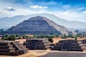 Piramidi a gradoni Maya in Messico