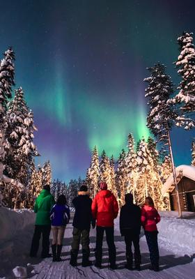 ciaspolata aurora boreale