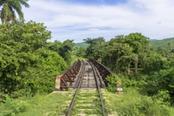 ferrovia abbandonata alla valle de los ingenios cuba