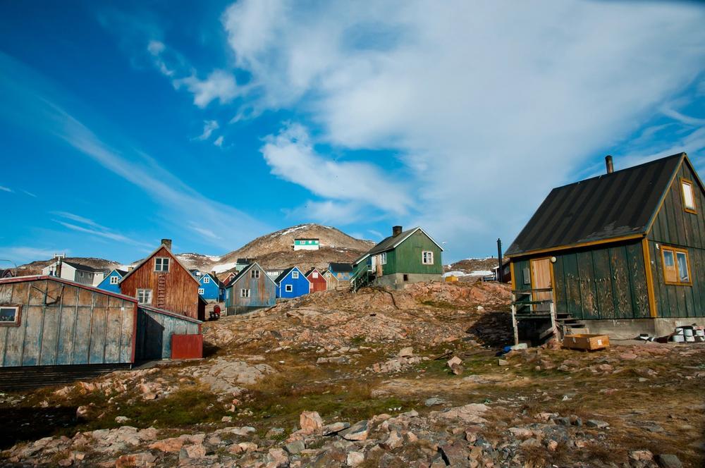 case colorate villaggio di ittoqqortoormiit in groenlandia