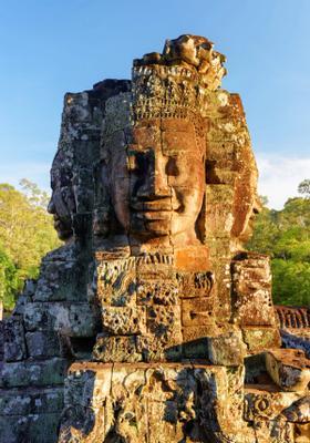 statua con faccia felice al tempio bayon
