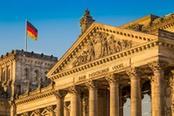 facciata del palazzo del reichstag a berlino
