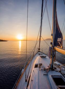 gita in barca al tramonto alle maldive