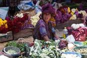 Donna locale al mercato di Città del Guatemala