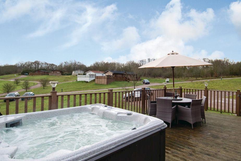 5 Jaw Dropping Hot Tub Breaks In Loch Lomond To Rent
