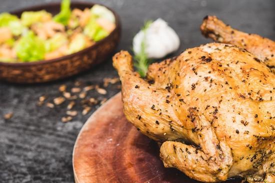 Simpel og saftig hel kylling