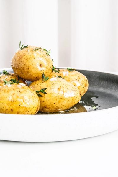 Hyldeblomstglaserede kartofler