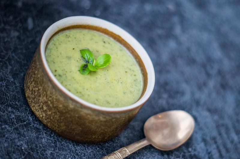 Squashsuppe med Pesto og Basilikum