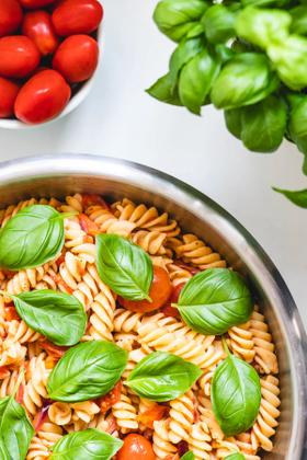 Nem pastasalat m. bagte tomater
