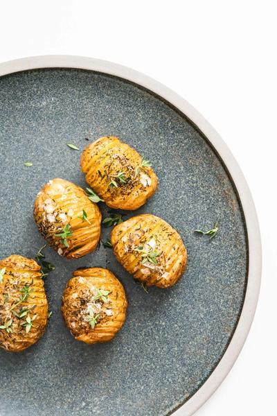 Hasselback kartofler krydret med rosmarin