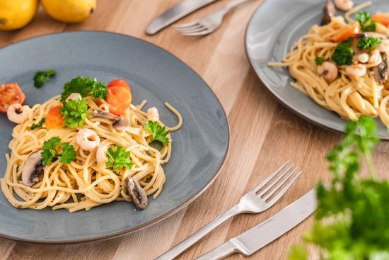 Spaghetti med rejer og cherrytomater